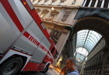 Napoli, baby gang appicca il fuoco in Galleria Umberto