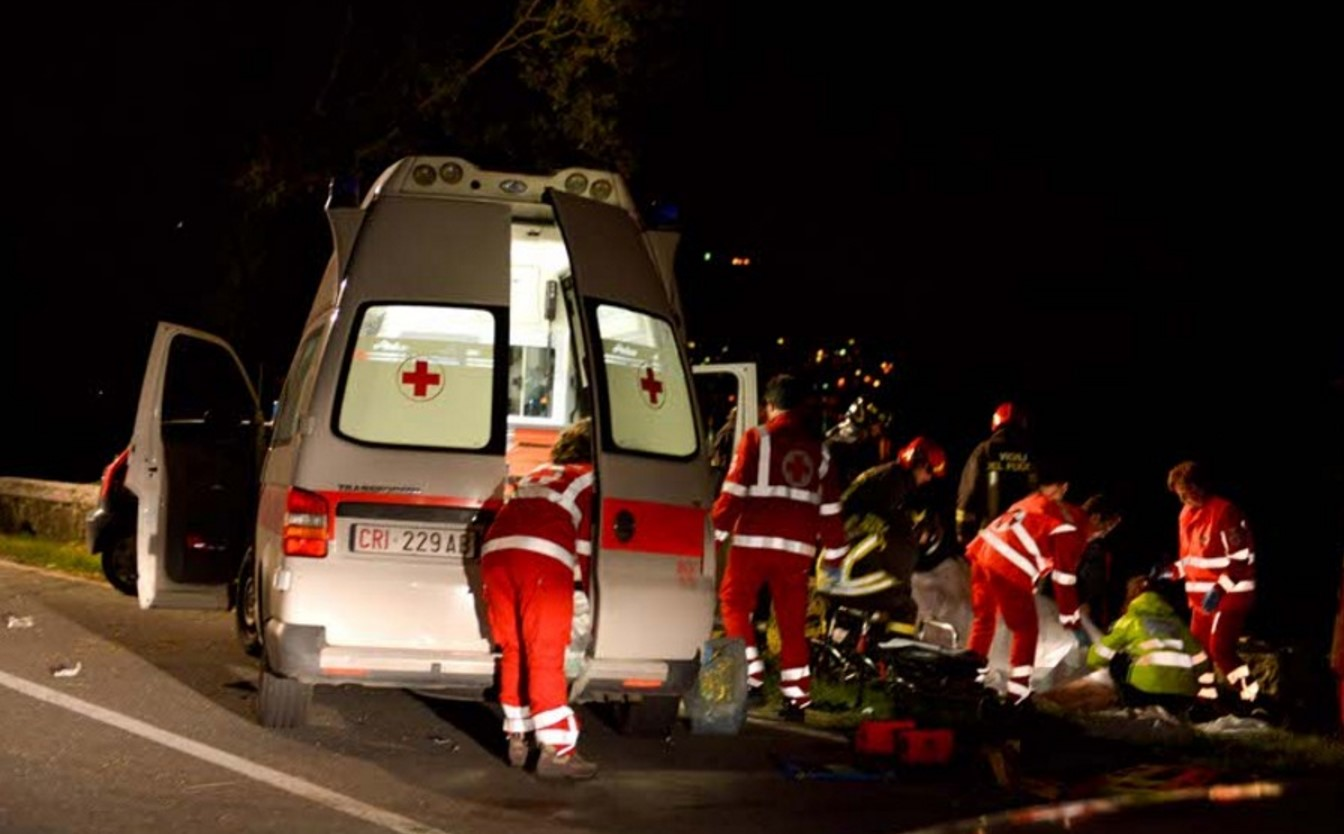 Drammatico incidente all'alba: morta una ragazza di venti anni
