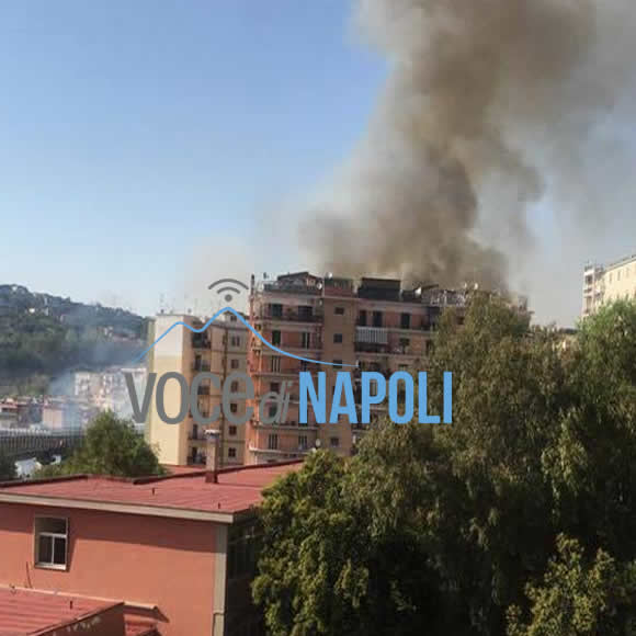 Incendio al Vomero, fiamme e paura in via Caldieri